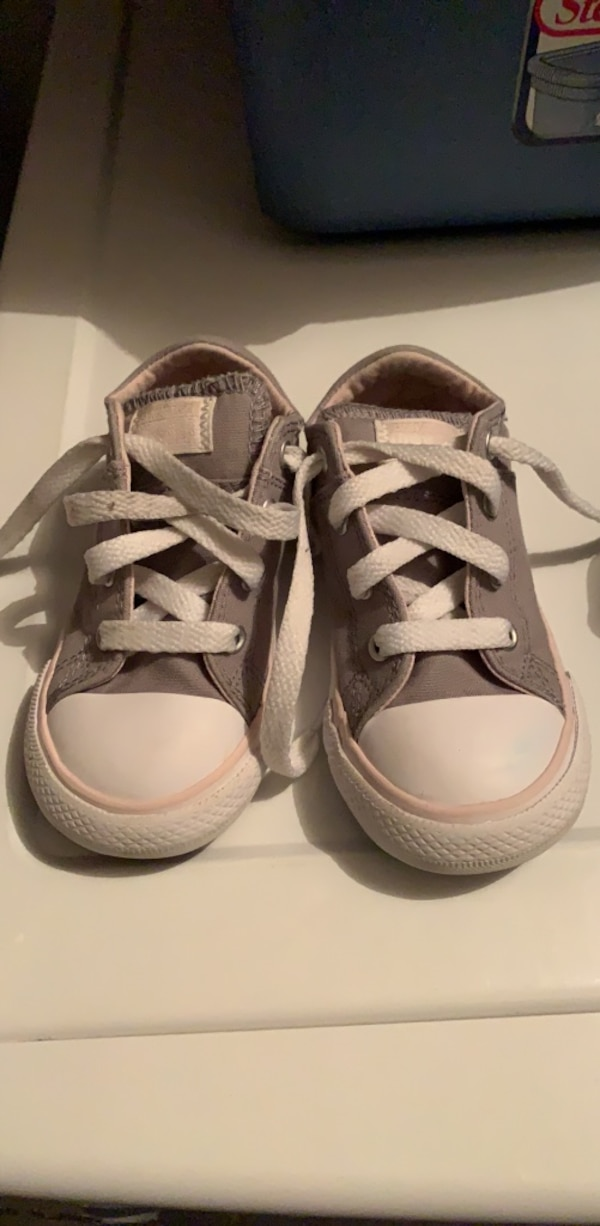 ac5f18b7119e2c Used toddler girl converse shoes size 8 good condition slightly worn need a  light clean for sale in Mesquite - letgo