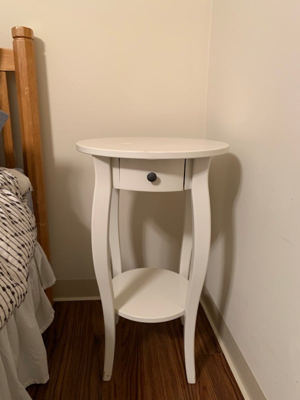 Nightstand - must sell today! 19465b4b-a7ab-4530-b416-9495d9172c35