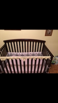 Crib /w bedding  Kitchener, N2A 2S6