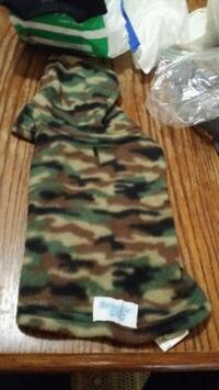 Camo sweater size small Griffin, 30224