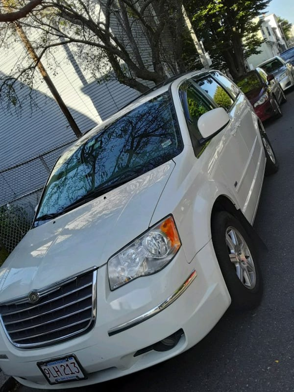 2008 Chrysler Town and Country 8b7291f4-b0fa-4651-af01-d19392a6587c