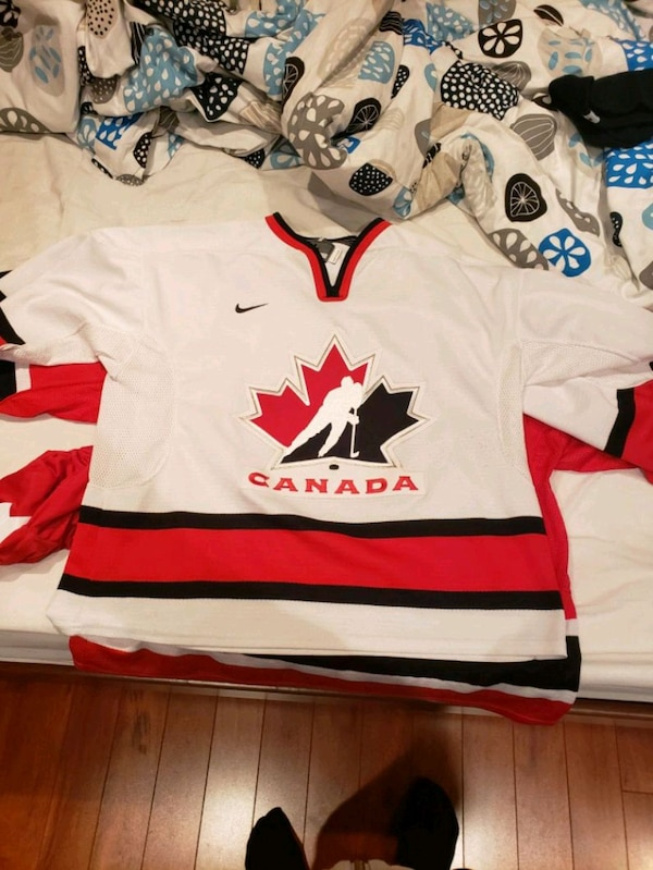 Canada hockey jersey 35b38c10-ace3-48ec-ab62-f7c51be0827c