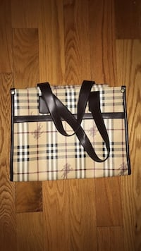 white and black Burberry tote bag Vaughan, L4K 5W4