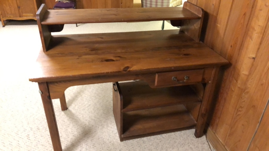 Brukt Brown Wooden Single Drawer Side Table. Perfect For Computer And  Printer Or Just A Writing Desk. Perfect Condition! Til Salgs I Homewood