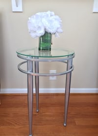 Round Glass Top End Table Hanover, 21076
