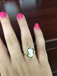 Cameo Ring. Size 6 Kingston, K7M 0A9