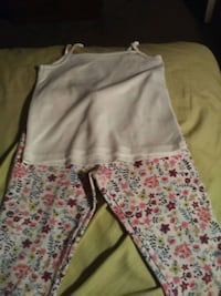 Size m girls leggings and small white camisole