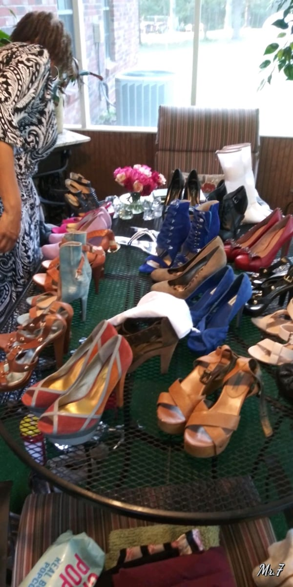 WOMEN SHOES different prices.negot 39404905-cd13-4f1e-bede-9e5cd35f26ce