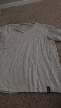 White scoop neck shirt Oxon Hill, 20745