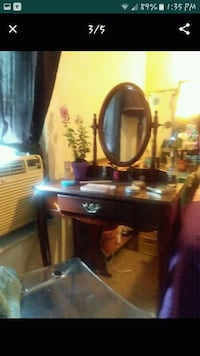 Beautiful Cherry Wood  Antique Sitting Vanity   Tampa, 33612