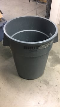 44 gal trash can Sterling, 20166