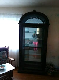 lighted large curio  cabinet  with 6 shelves excellent  condition.  New Kensington, 15068
