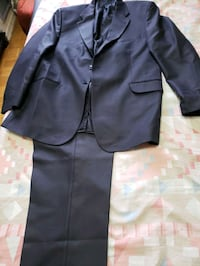 suit for  man  blow and another one black size 54  each on 30  Toronto, M6G