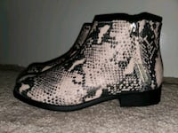 Brand new wide width two zip boot Dallas, 75244