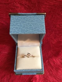 Brand New 10K White Gold Synthetic White Sapphire Ring Size: 5.5