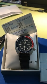 round silver-colored Seiko analog watch with black strap with box