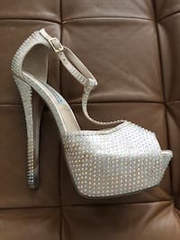 Steve Madden bling satin crystal heels stiletto with platform peep toe t-strap 6 nude holo Aventura, 33180