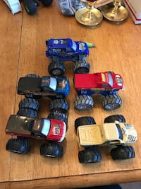 Toy monster truck set