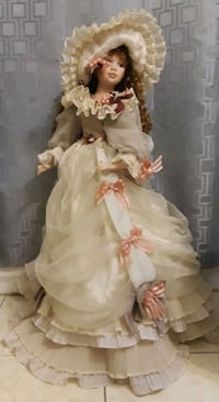 2 foot porcelain doll Miami, 33180