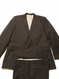 Brooks Brothers Explorer Fitzgerald Fit Wool Charcoal Color Suit: Jacket-44R, Flat Front Pants-37x30 Rock Hill, 29730