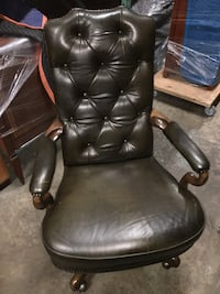 Custom desk chair new condition