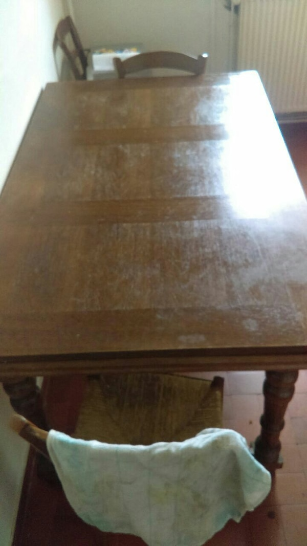 Urgent table et 2 chaise