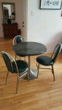 round green granite table with three chairs Montreal, H3T