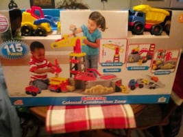 Build and play. 115 pcs construction zone new
