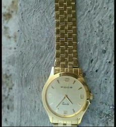 gold round Foce analog watch with link bracelete