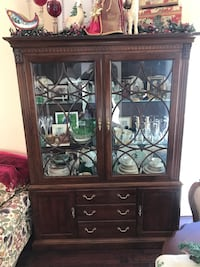 Traditional Ethan Allen China Cabinet Las Vegas, 89130