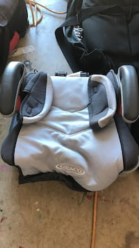 Toddler's gray and black graco backless car seat Prosper, 75078