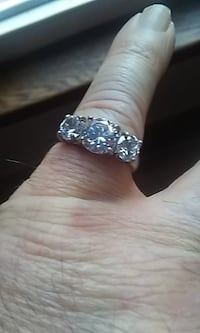 Ladies Sterling Silver ring with cubic zirconia Size 8 Windsor