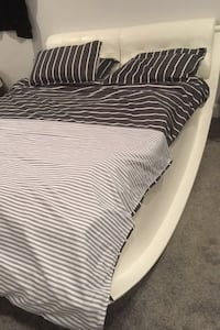 Queen size bed white Surrey, V3X 0B3