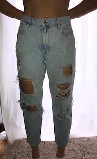 Forever 21 ripped mom jeans  St Catharines, L2S 1C4
