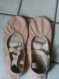 SO Danca Ballet slippers size. (SD60L) lig 7 1/2 L Raleigh, 27604