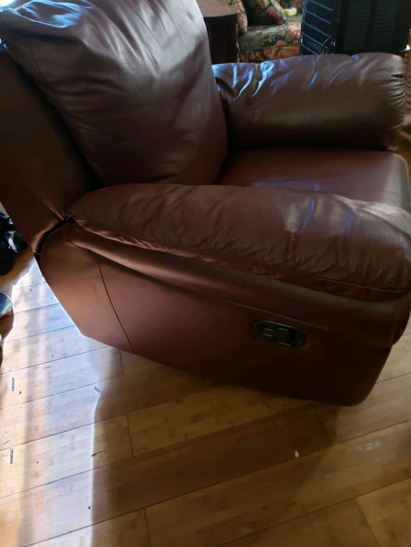 Leather reclining/swivel chair 0869568e-c417-4e17-8e28-d881c2c0151e