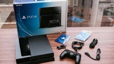 Sony PS4 console and controller with box