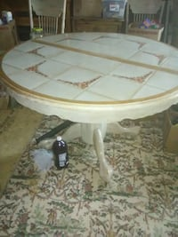 Kitchen table with 4  wooden chairs Asheville