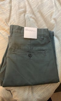 Brand new green H&M pants size 32 Langley, V2Y 1L5