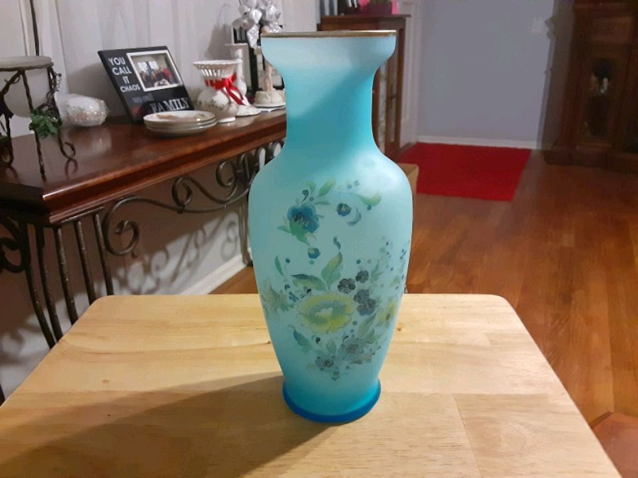 Photo THIS is a Gorgeous Vase Its FROSTED BLUE color Glass