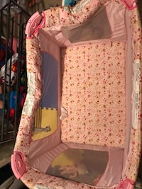 baby's white and pink floral travel cot Saint Petersburg, 33705