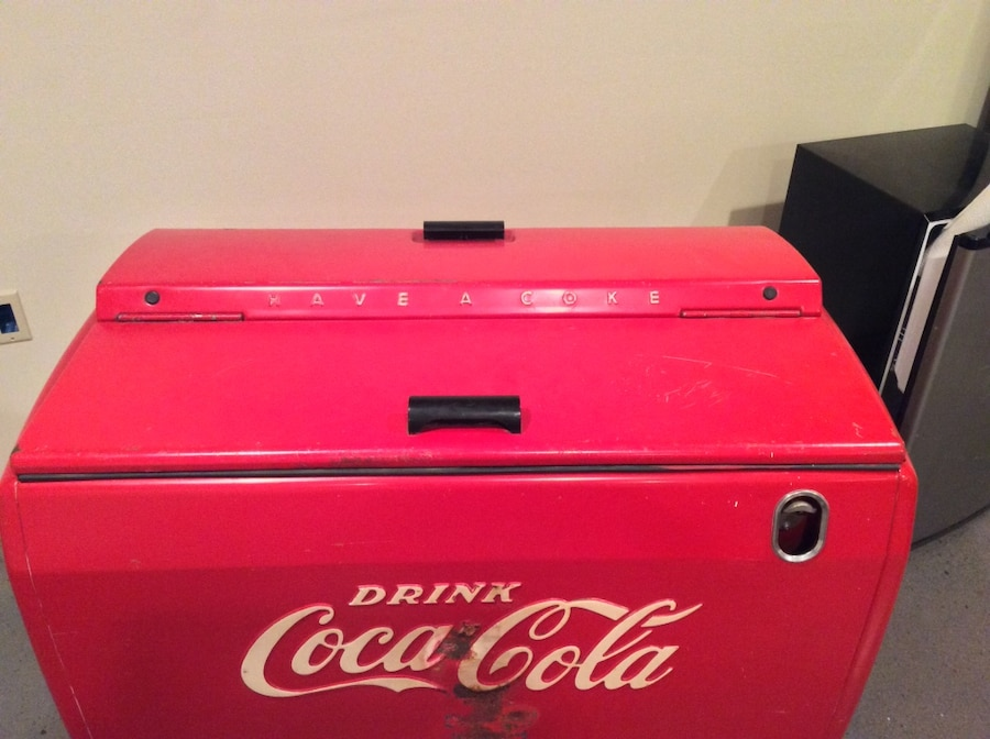 Photo Vintage Coca-Cola cooler works great just plug and play