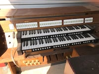 Johannus opus 10 electric organ