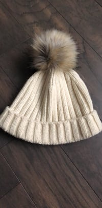 White J.crew beanie with faux fur Pom Pom Mc Lean, 22102