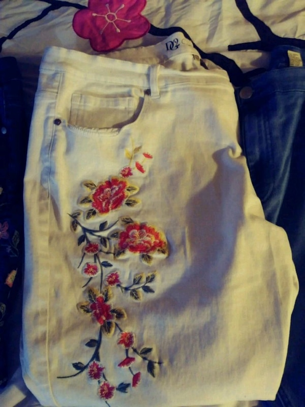 White denim jeans w/ embroidered  flowers o
