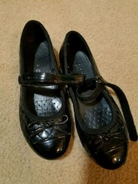 Black patent quilted girls shoes sz 31 sz 12 or 13 Howell