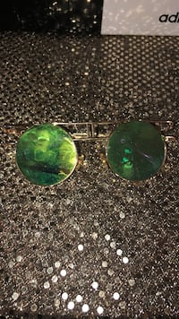 silver-colored framed Ray-Ban aviator sunglasses 537 km