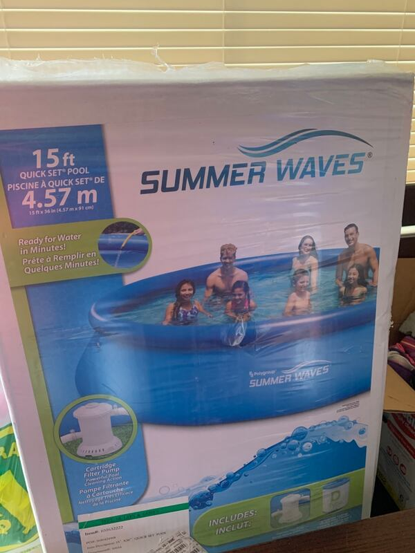 Summer waves pool . Never opened  3aa63dae-edd4-4ad6-a128-08814fff3d7d