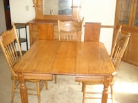 Oak Table w/ leaf & 3 chairs Gorham