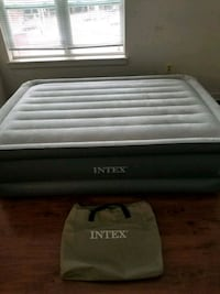 Queensized air mattress w/ built in electric pump Silver Spring, 20901